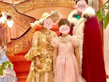 佐久市のH様ご一家 ご夫婦の16回目の結婚記念日で  ご利用いただきました。お母様もお嬢様もお美しくて、ドレス姿が映えました。  もちろん、お父様もカッコよくて素敵でした。